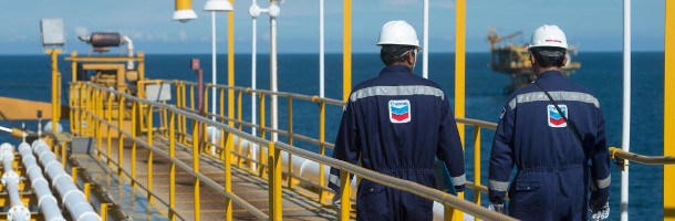 Chevron køber konkurrent for milliarder